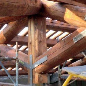 Travi in legno e spigolati
